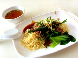 Braised oyster sauce noodles with ginger and spring onion